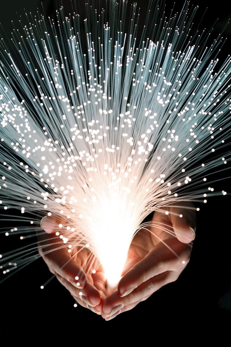 康宁:长距离量子保密通信的关键——超低损耗光纤