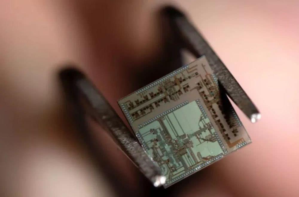 """美国研发出""""超5G""""芯片,可实现每秒36千兆比特6G网速!"""