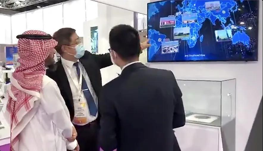 亨通精彩亮相中东国际电力新能源展