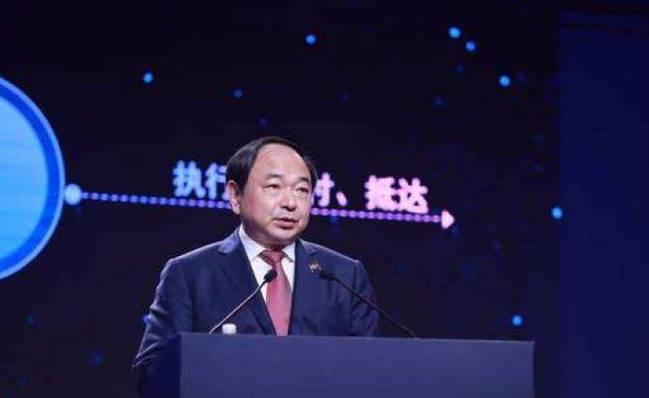 李国华先生因已届退休年龄昨日正式退休
