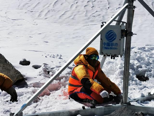 华为SPN承载解决方案助中国移动开通珠峰6500米5G业务