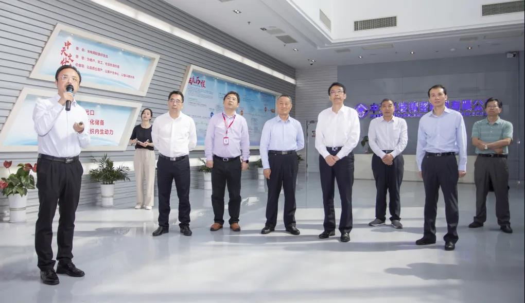 南通市委副书记、市长王晖调研指导中天科技