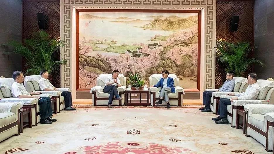 苏州吴江区委书记李铭走访亨通集团:在变局中开新局,持续赋能创新发展